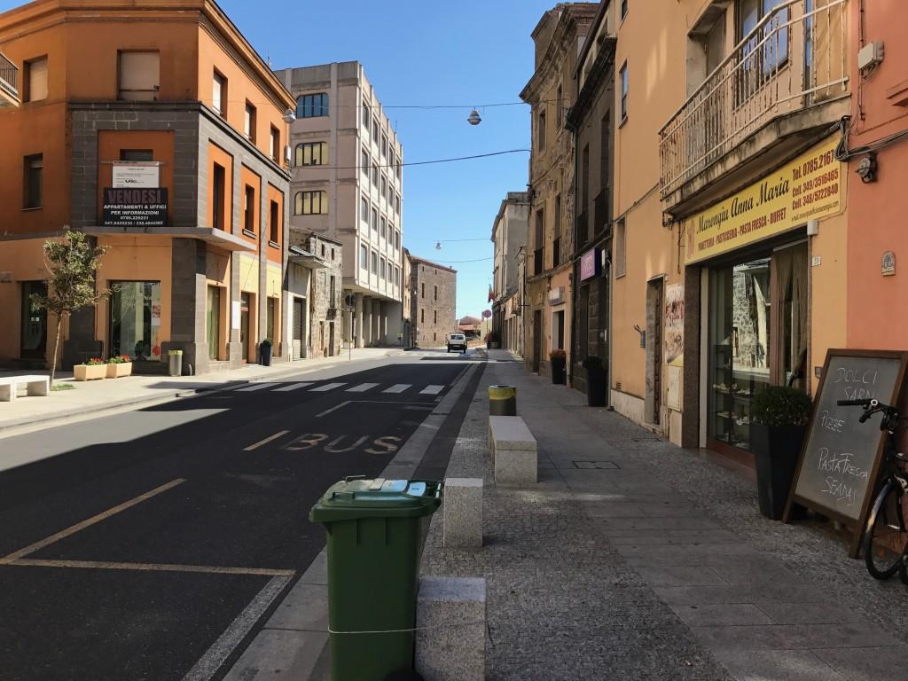 Macomer - en stad där biltrafiken dominerar.