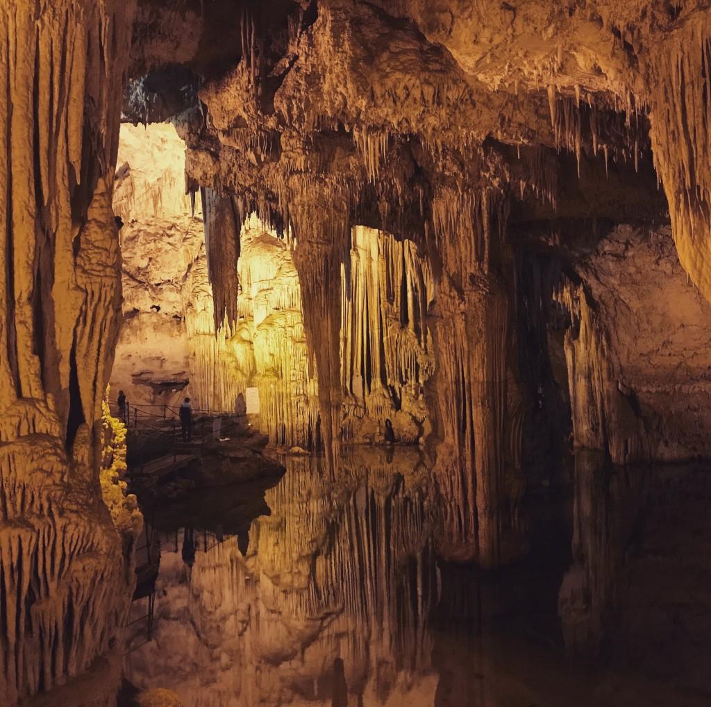 """Sardiniens mest spektakulära grotta enligt Berlitz. Jag lyckades inte fånga dess skönhet på bild - men gå in på instagram och sök """"grottadinettuno"""" så förstår du."""